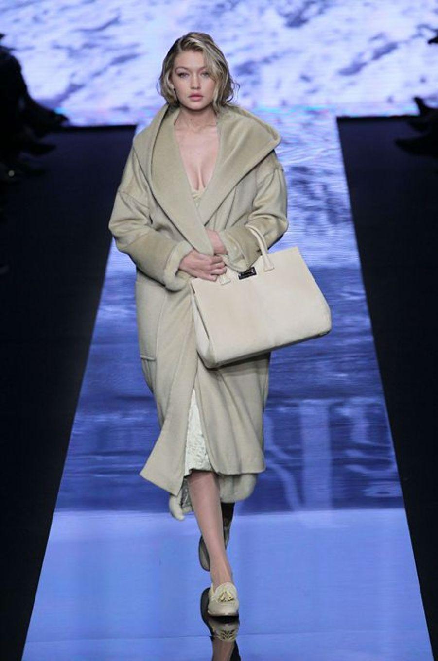 Gigi Hadid défile pour Max Mara à Milan en février dernier
