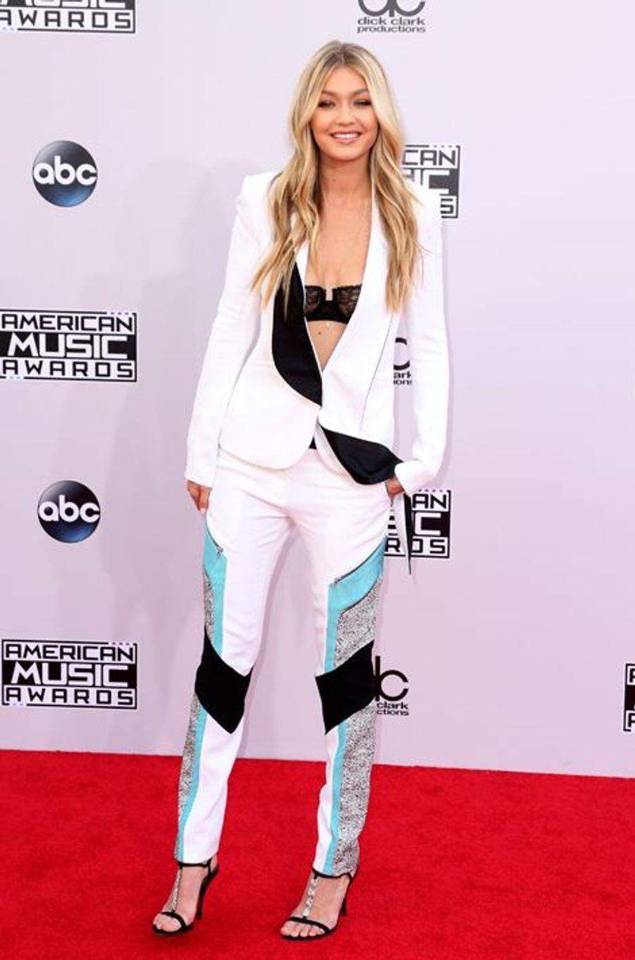 Gigi Hadid, nouvelle icône mode aux derniers American Music Awards