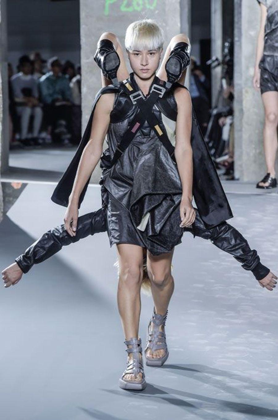 La nouvelle collection de Rick Owens, présentée lors de la Fashion week de Paris