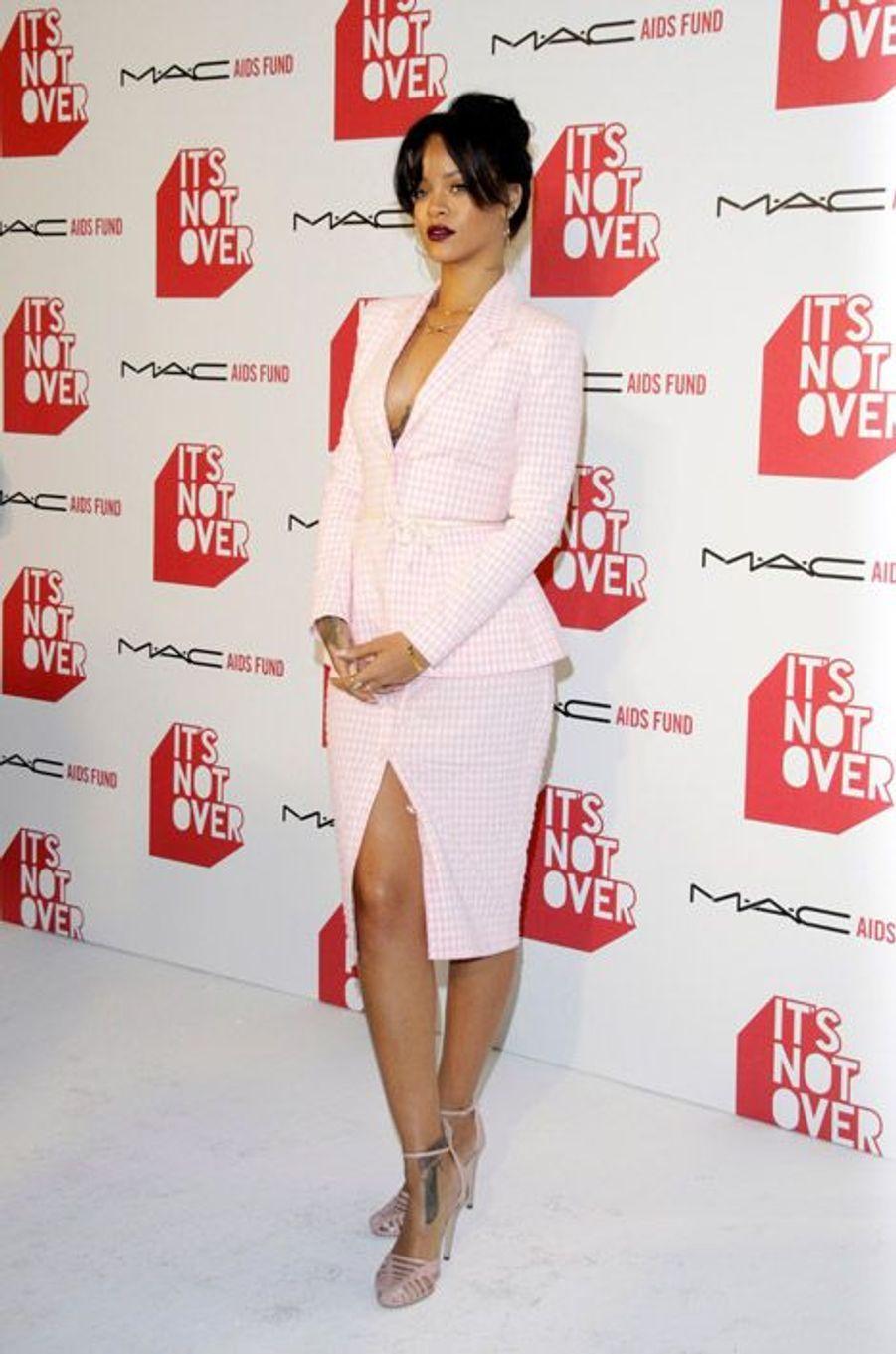En Altuzarra pour représenter la marque de cosmétiques M.A.C. à Los Angeles, le 18 novembre 2014