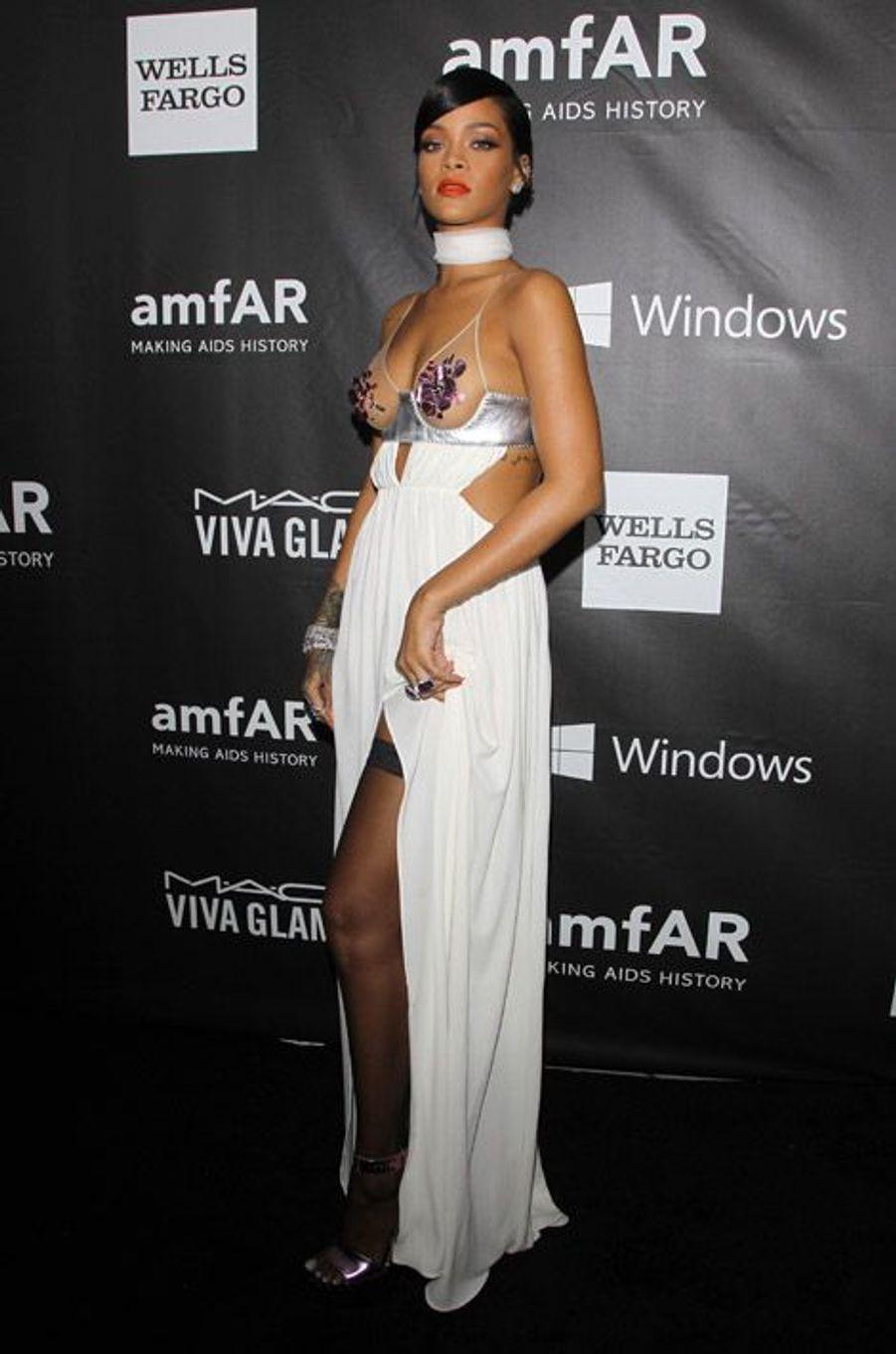 En Tom Ford au gala de l'AmfAR, à Los Angeles, le 29 octobre 2014