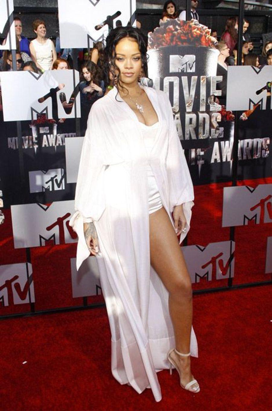 En Ulyana Sergeenko pour les MTV Movie Awards à Los Angeles, le 13 avril 2014