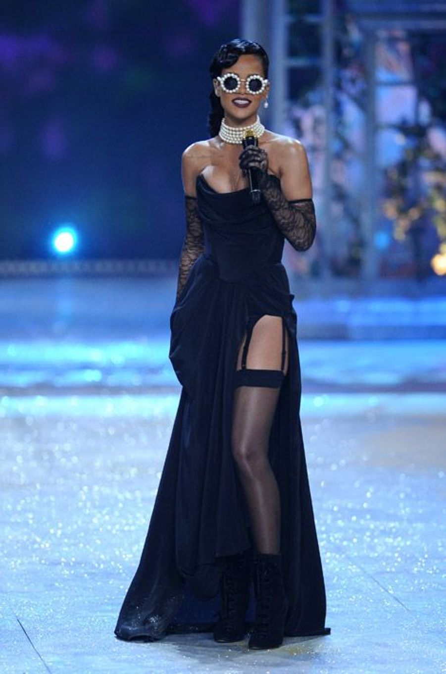 Sexy, elle chante lors du défilé de lingerie Victoria's Secret à New York, le 7 novembre 2012
