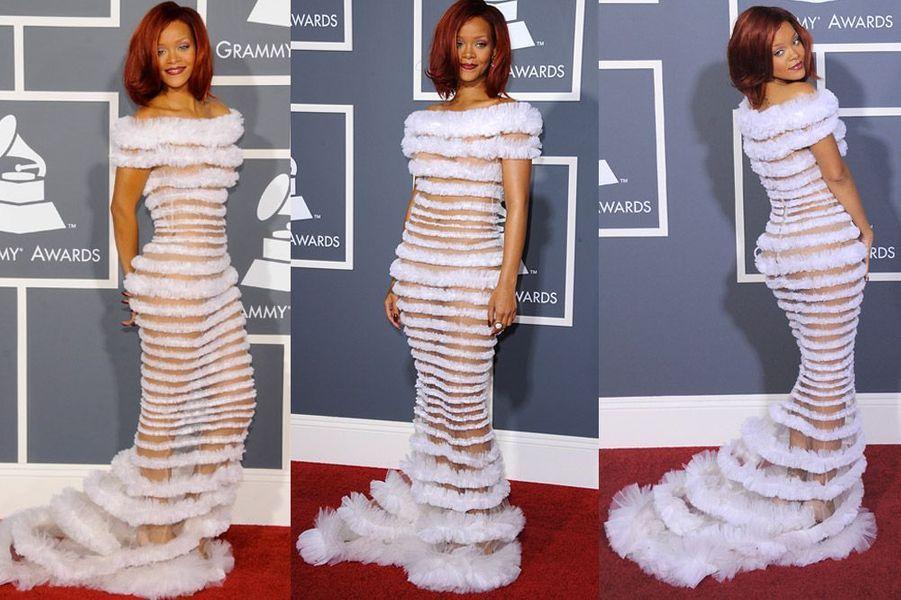 Tout en transparence lors des Grammy Awards à Los Angeles, le 13 février 2011