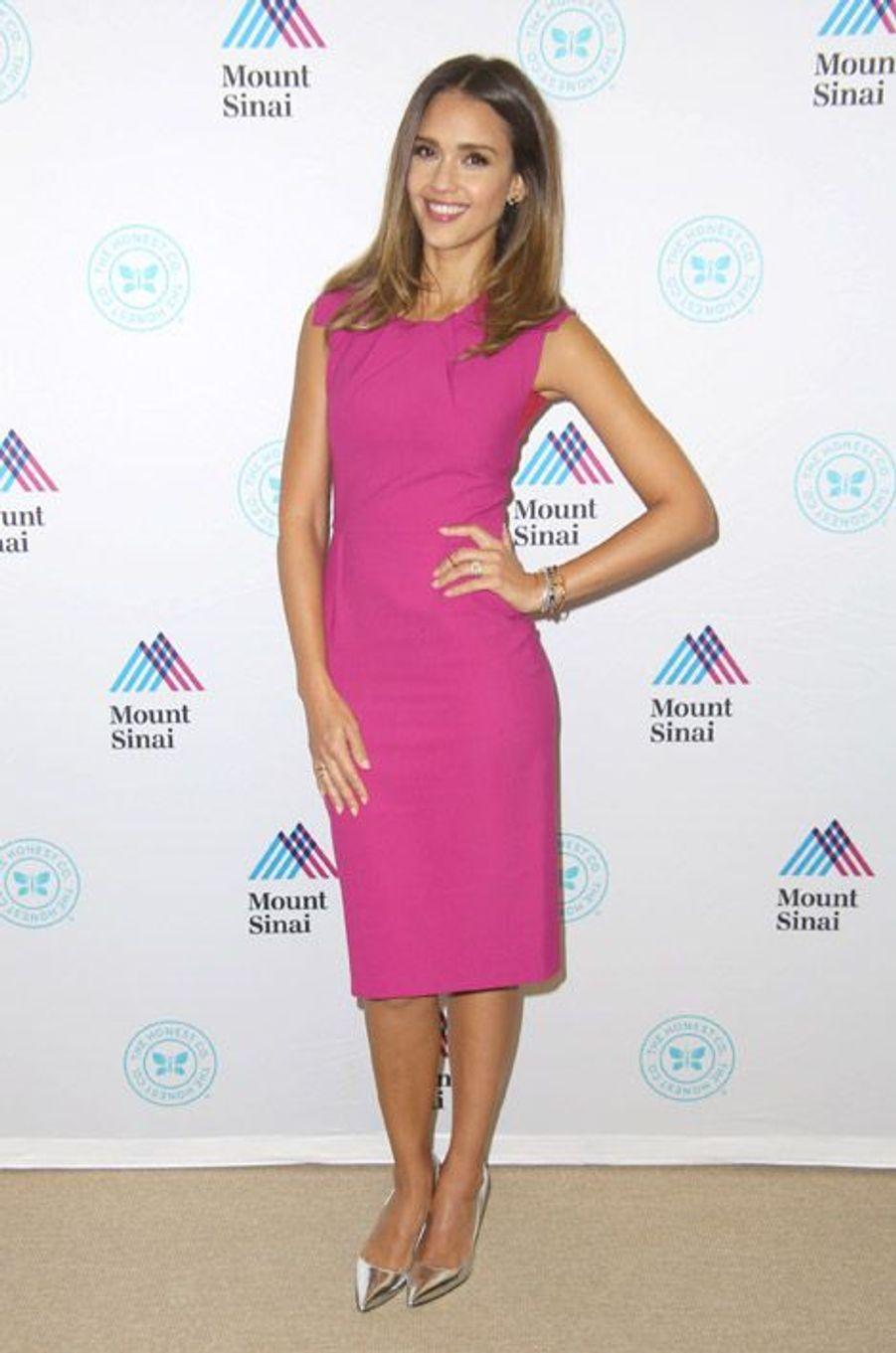 L'actrice Jessica Alba en Roland Mouret à New York, le 10 septembre 2014