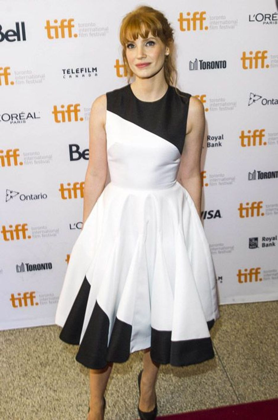 "L'actrice Jessica Chastain dans une robe Christian Dior lors de la projection du film ""Miss Julie"" au festival international du film de Toronto, le..."