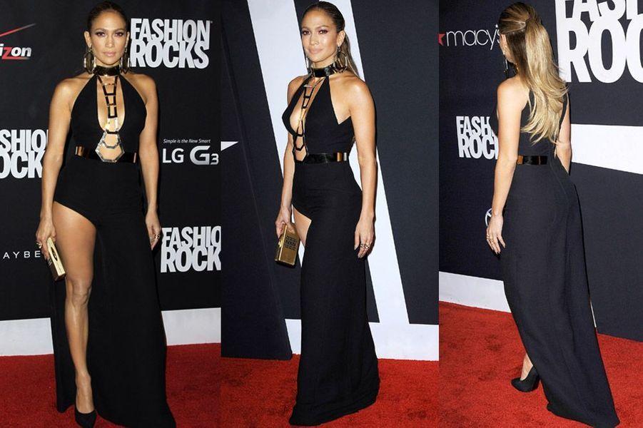 La chanteuse Jennifer Lopez dans une robe Atelier Versace lors de la soirée Fashion Rocks, à New York, le 9 septembre 2014