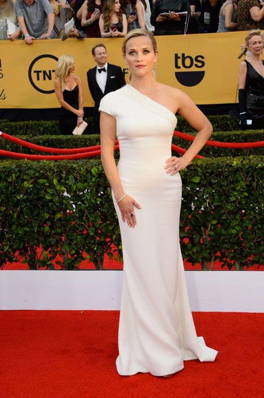 L'actrice Reese Witherspoon en Giorgio Armani lors de la cérémonie des Screen Actors Awards à Los Angeles, le 25 janvier 2015