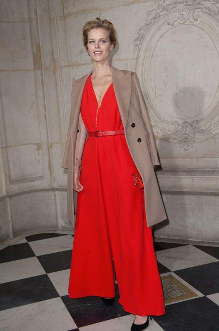 Le mannequin Eva Herzigova au défilé Christian Dior printemps-été 2015 à Paris, le 26 janvier 2015