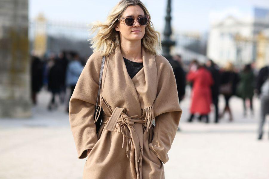La blogueuse Adenorah à la Fashion Week de Paris