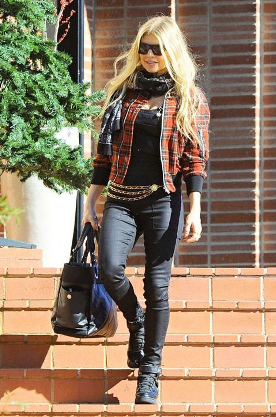 La chanteuse Fergie se rend à la messe du 25 décembre, à Los Angeles