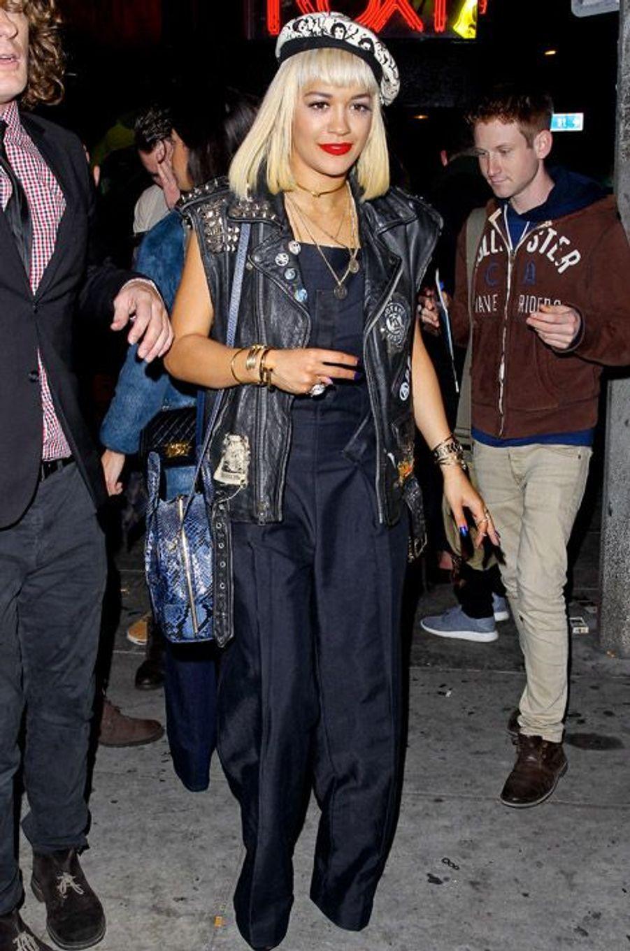 La chanteuse Rita Ora en soirée à Los Angeles, le 21 décembre 2014