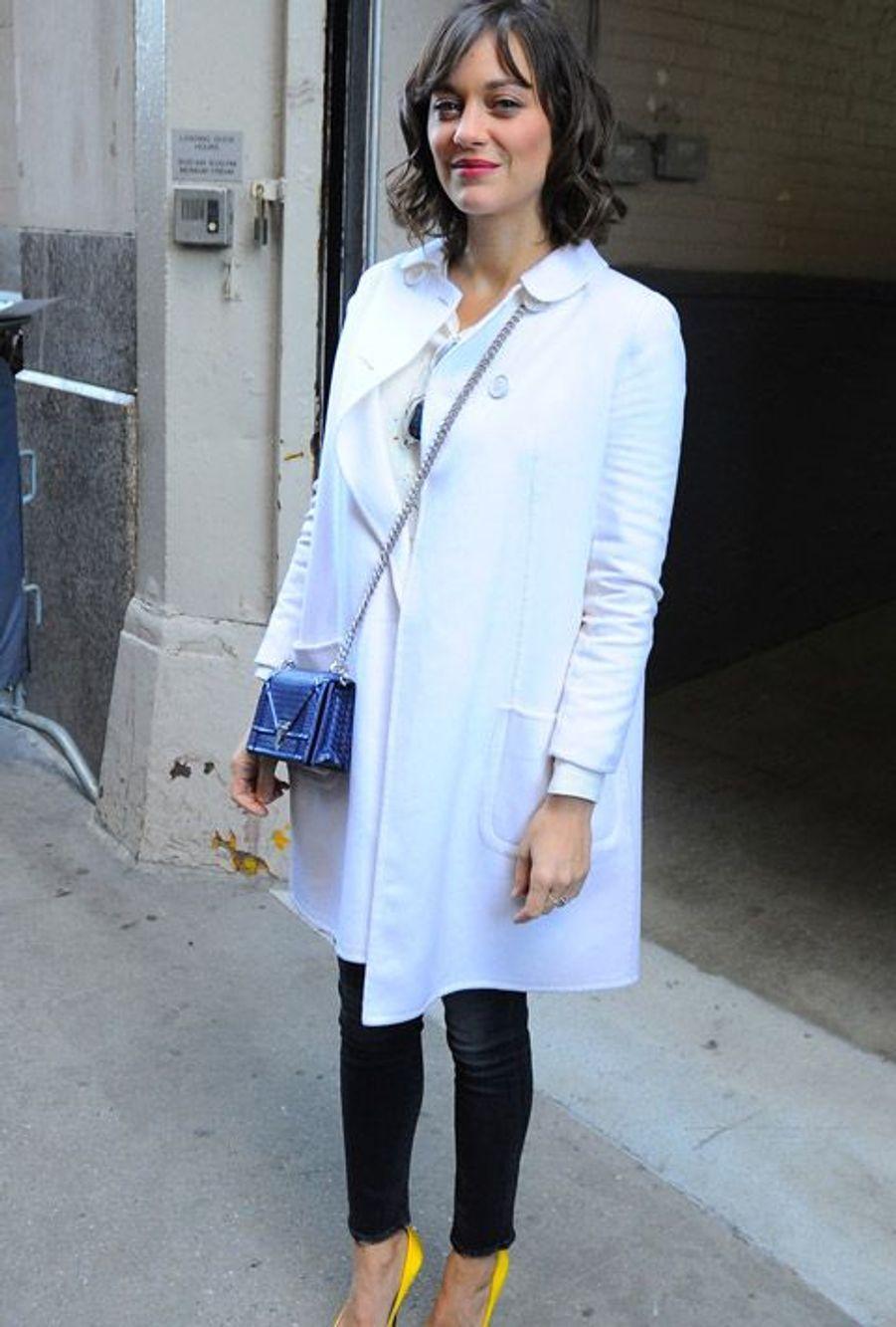 """Marion Cotillars en jean denim à New York, le 5 janvier 2015 pendant la promotion du film """"Deux Jours, une nuit"""""""