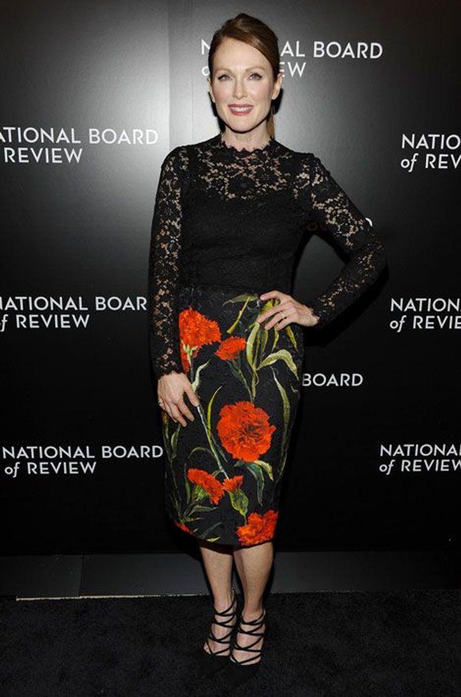 L'actrice Julianne Moore en Dolce & Gabbana pour le gala des National Board of Review à New York, le 6 janvier 2015