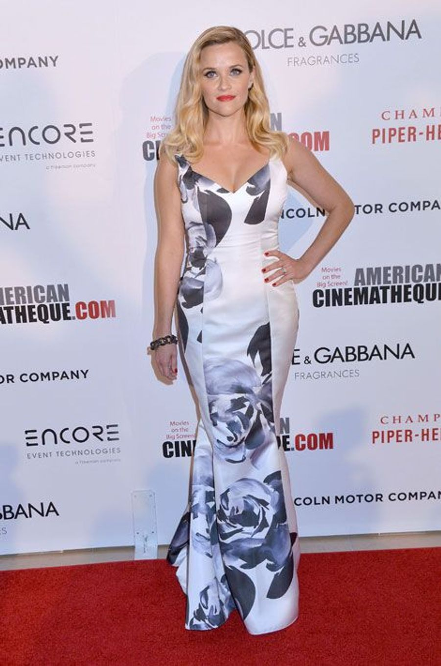 L'actrice Reese Witherspoon en Prabal Gurunglors de la cérémonie des American Cinematheque Awards à Beverly Hills, le 21 octobre 2014
