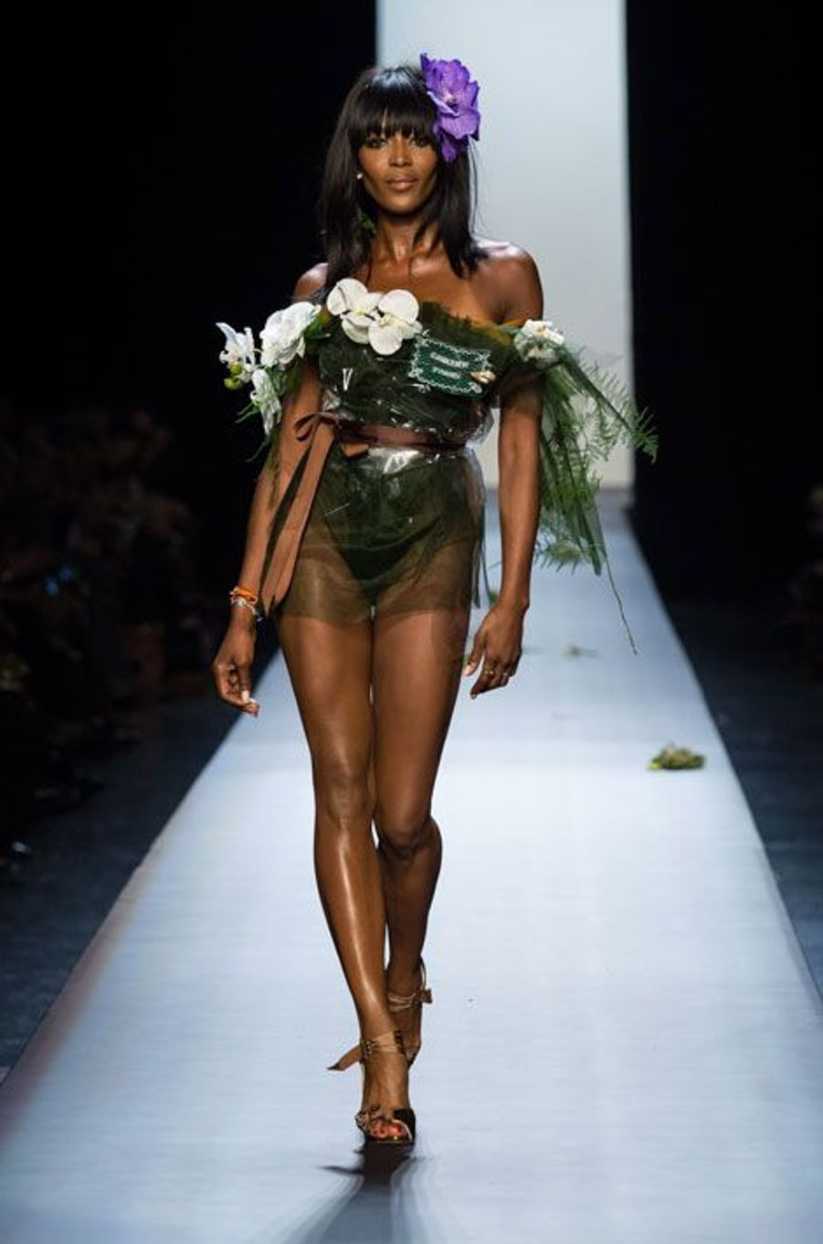 Naomi Campbell ferme le défilé Jean Paul Gaultier Haute Couture printemps-été 2015, à Paris, le 28 janvier 2015