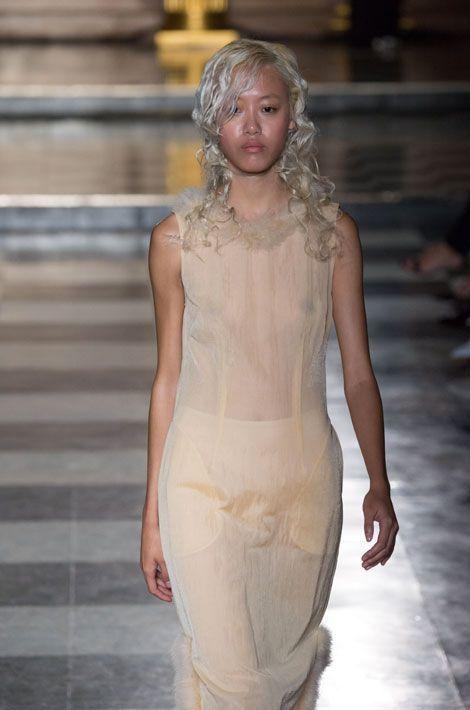 Défilé Simone Rocha lors de la Fashion Week de Londres, le 16 septembre 2014