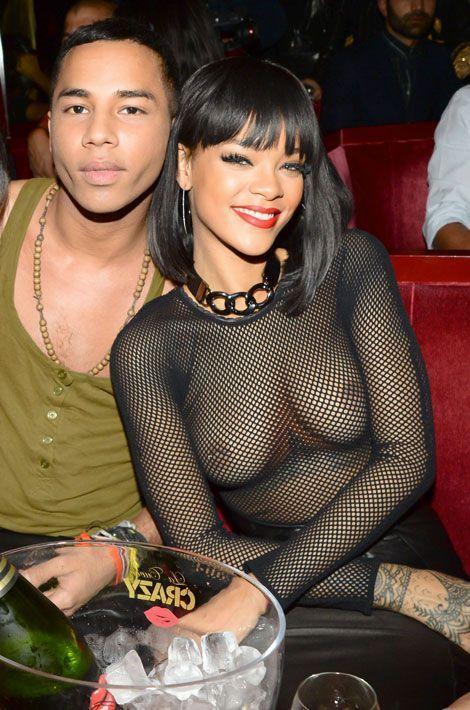 Rihanna prend la pose avec Olivier Rousteing, le directeur artistique de Balmain, après le défilé à Paris, le 27 février 2014
