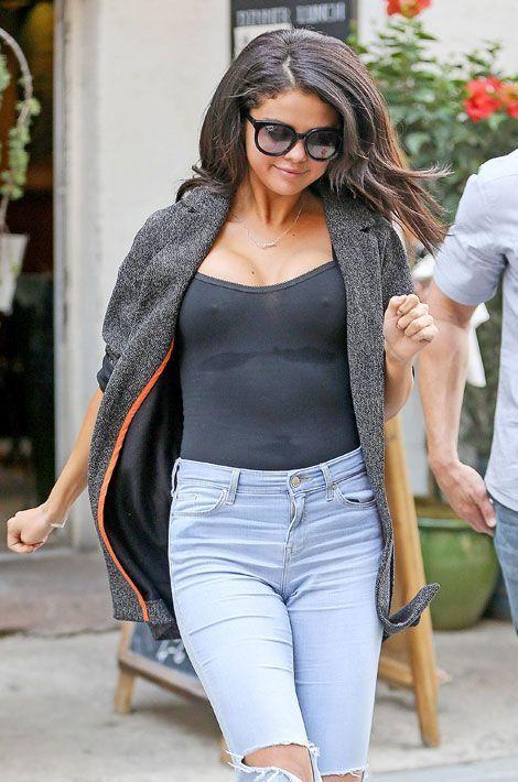 Selena Gomez sans soutien-gorge dans les rues de New York, le 10 juillet 2014