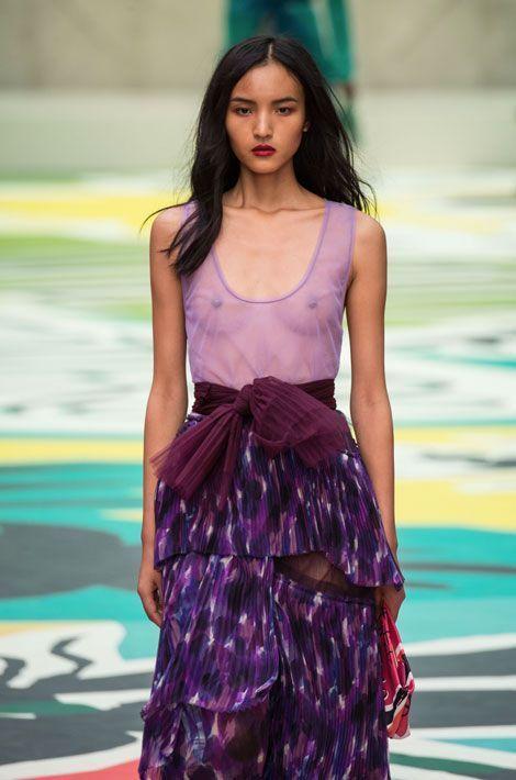 Un mannequin lors du défilé Burberry Prorsum printemps-été 2015 pendant la Fashion Week de Londres, le 15 septembre 2014