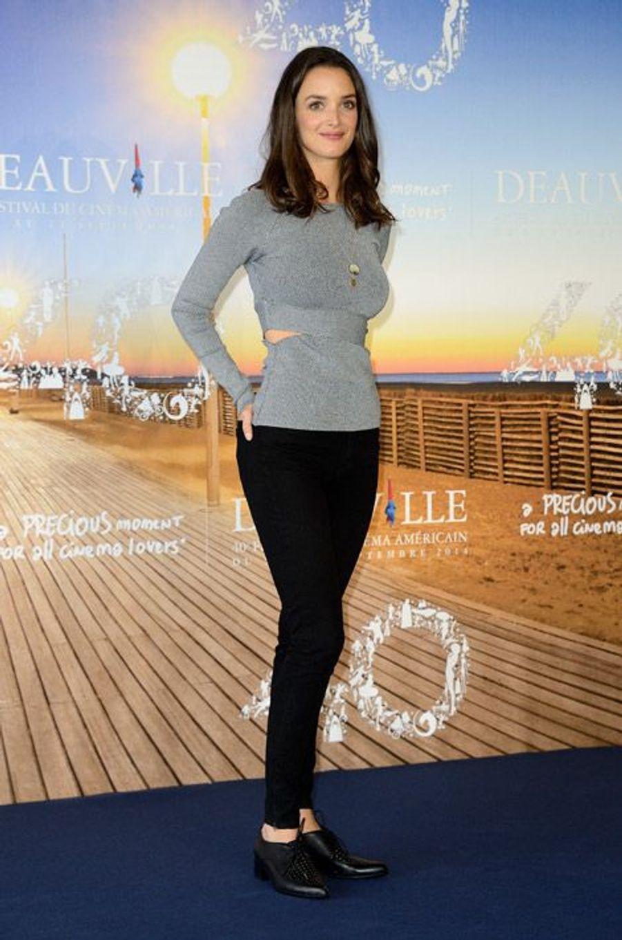 """Charlotte Le Bon lors de la première du film """"Les Recettes du bonheur"""" à Deauville, le 6 septembre 2014"""