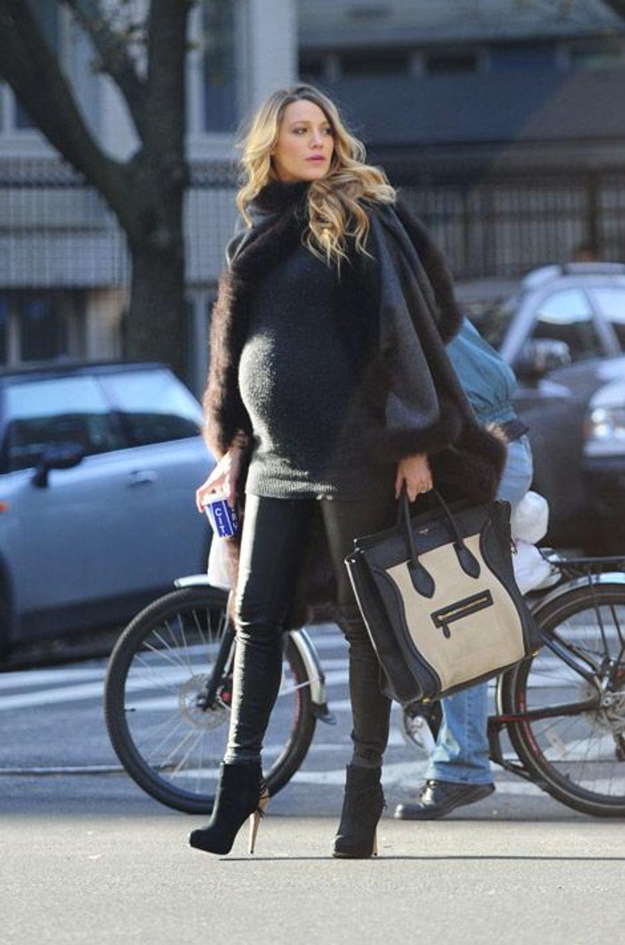 L'actrice Blake Lively quelques jours avant son accouchement, le 8 décembre 2014 à New York