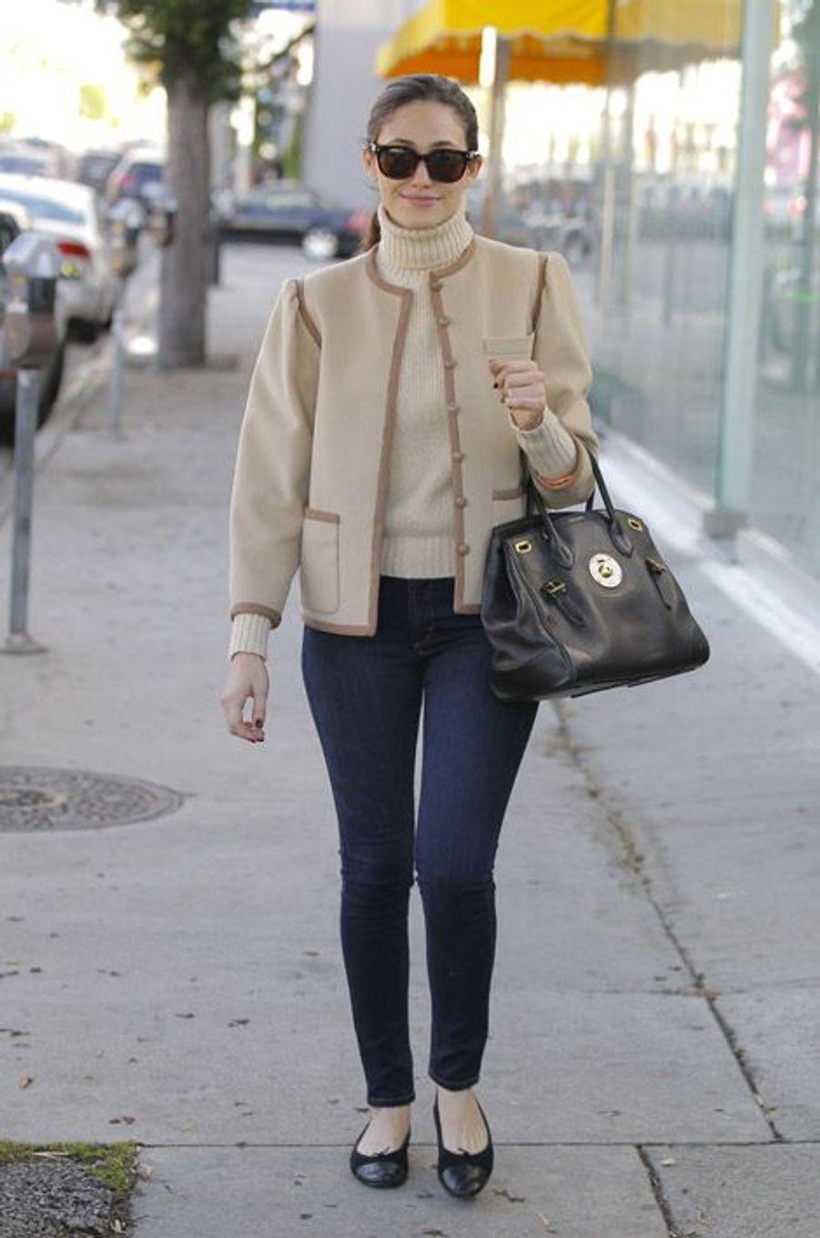 L'actrice Emmy Rossum, BCBG à Hollywood, le 12 décembre 2014
