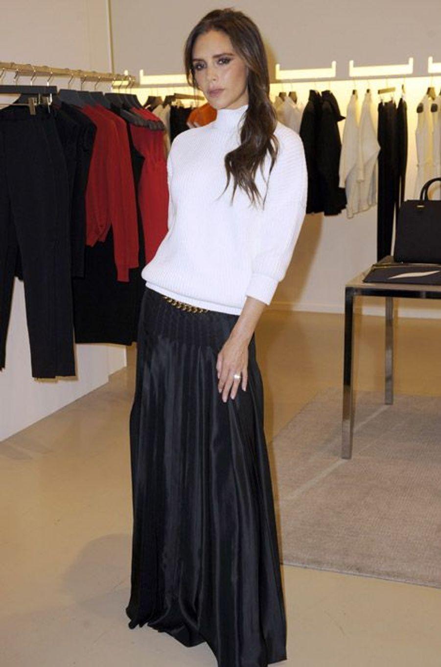 L'ancienne Spice Girl et styliste, Victoria Beckham dans sa boutique londonienne, le 19 novembre 2014