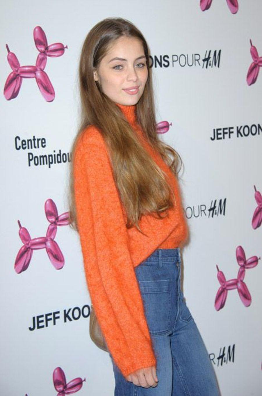 La soeur de Latitia Casta, Marie-Ange, participe à la soirée H&M - Jeff Koons, à Paris, le 9 décembre 2014