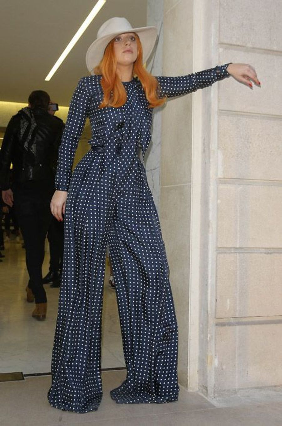 La chanteuse Lady Gaga devant la boutique Saint Laurent à Paris, le 7 mars 2015