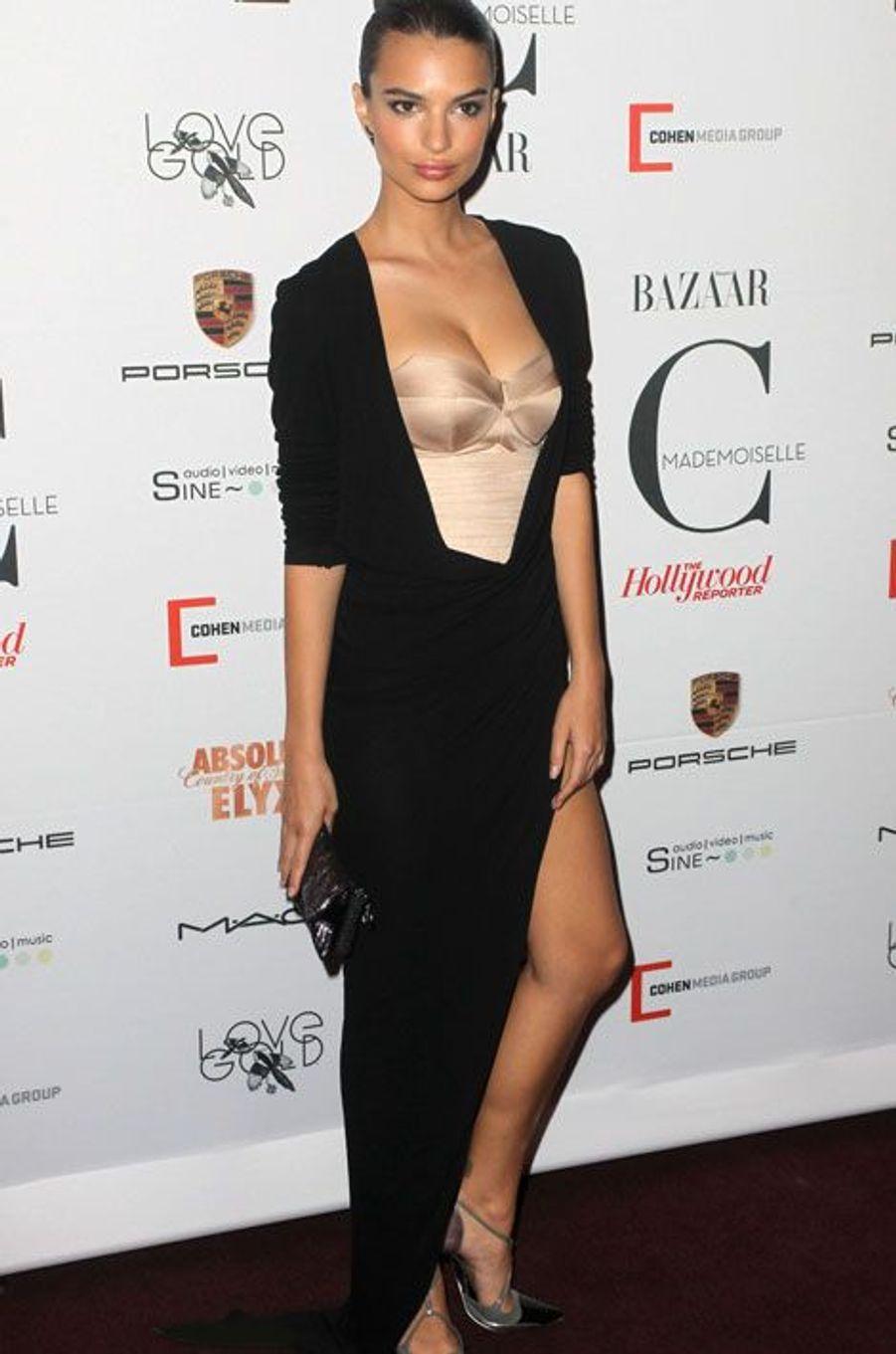 La jeune anglaise de 22 ans a été révélée grâce au clip «Blurred Lines», de Robin Thicke. Depuis tout s'est enchaîné. Le magazine «GQ» l'a élue femme la plus sexy de l'année devançant Jennifer Lawrence, Emma Watson, Robin Wright et Sandra Bullock.