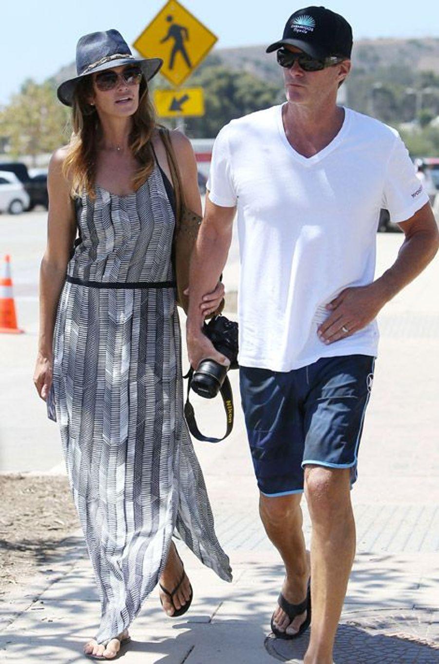 Cindy Crawford avec son mari Randy Gerber pour une promenade à Malibu le 30 août 2014