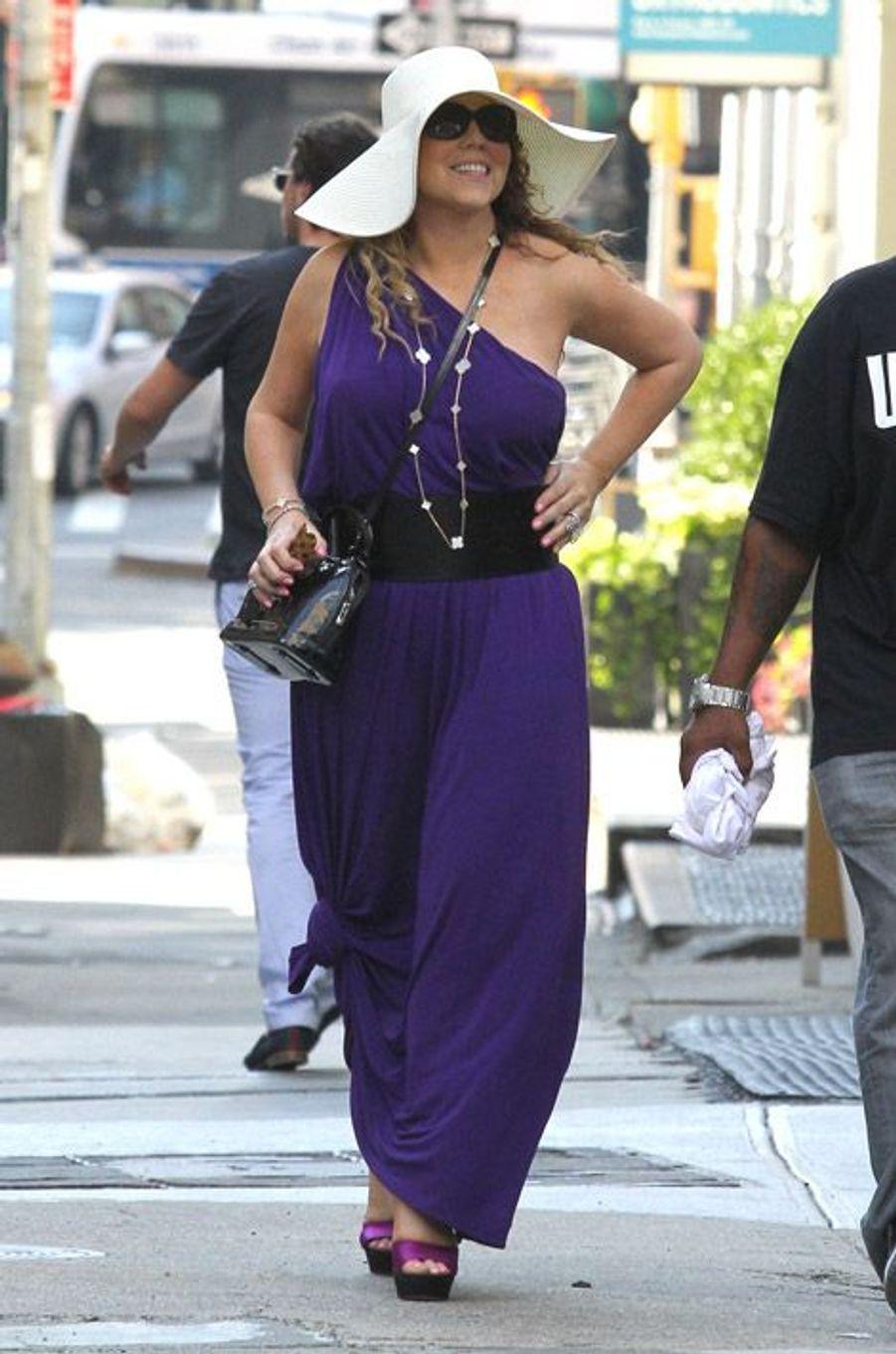 La chanteuse Mariah Carey dans les rues de New York, le 25 août 2014
