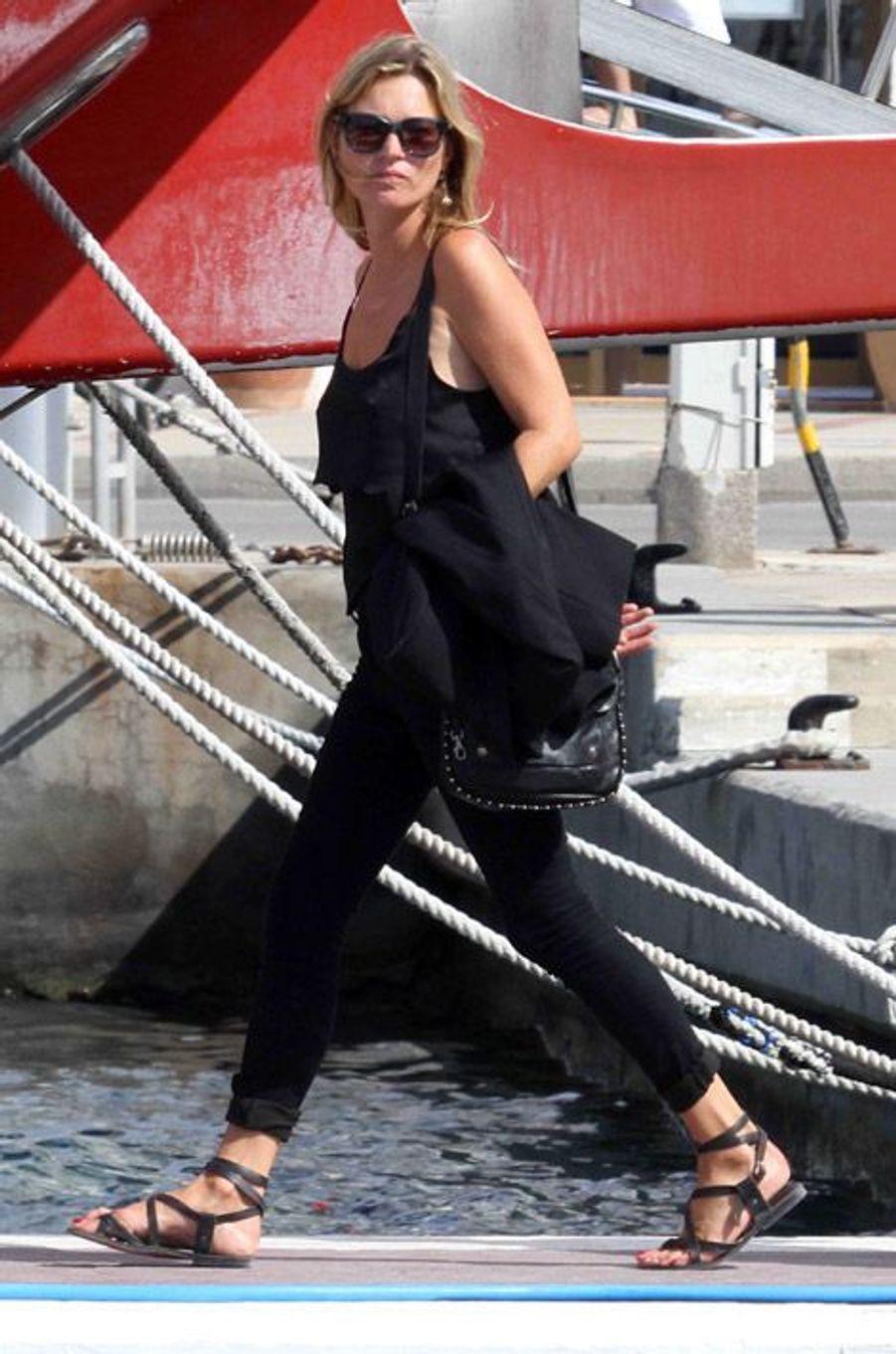 Le top Kate Moss en vacances à Formentera, en Espagne, le 29 août 2014