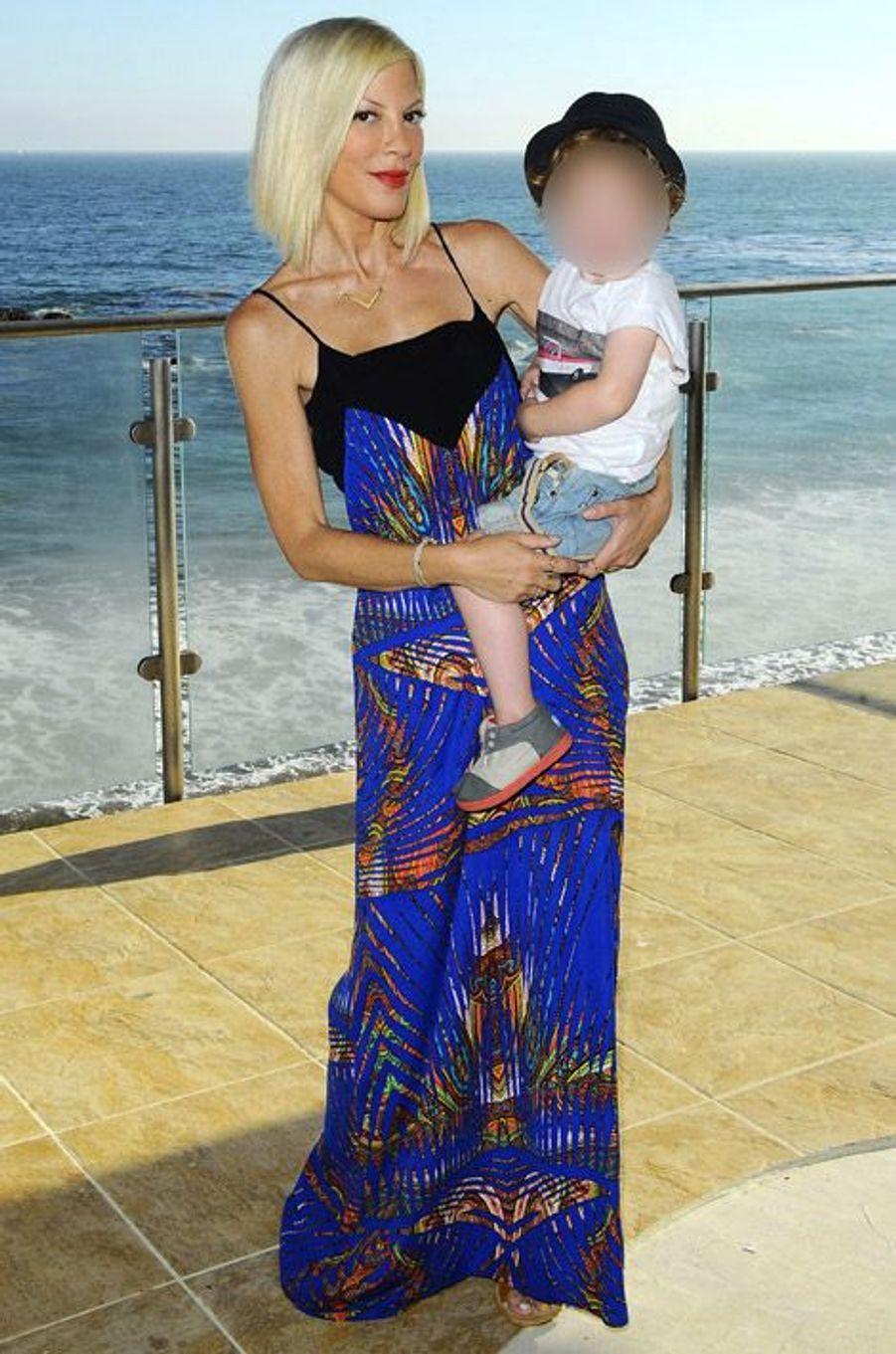 Tori Spelling, l'actrice révélée par la série Beverly Hills 90210, fête les 2 ans de son fils à Malibu, le 30 août 2014