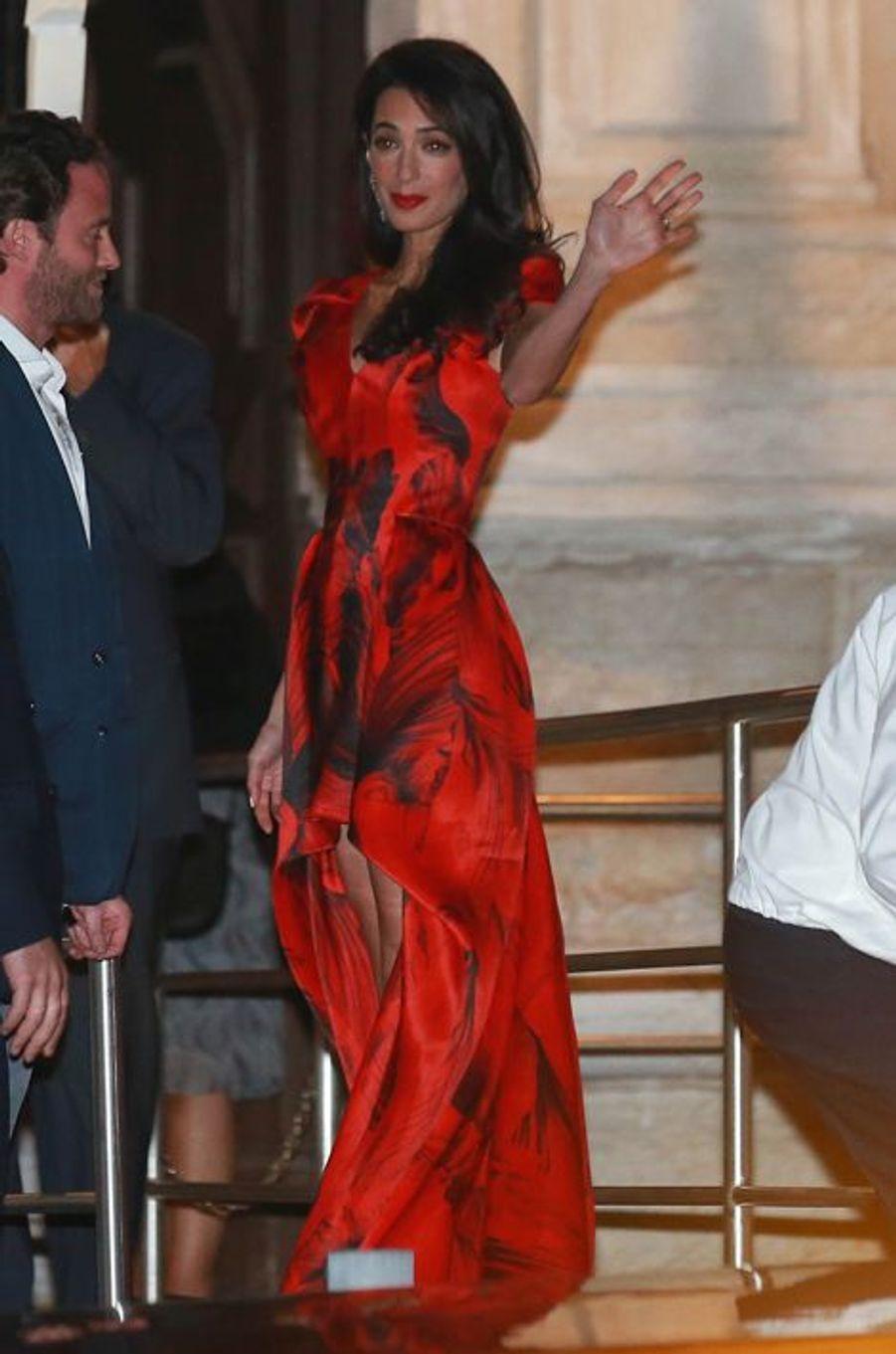 Les tenues portées par Amal Alamuddin avant son mariage à George Clooney (ici, Alexander McQueen)