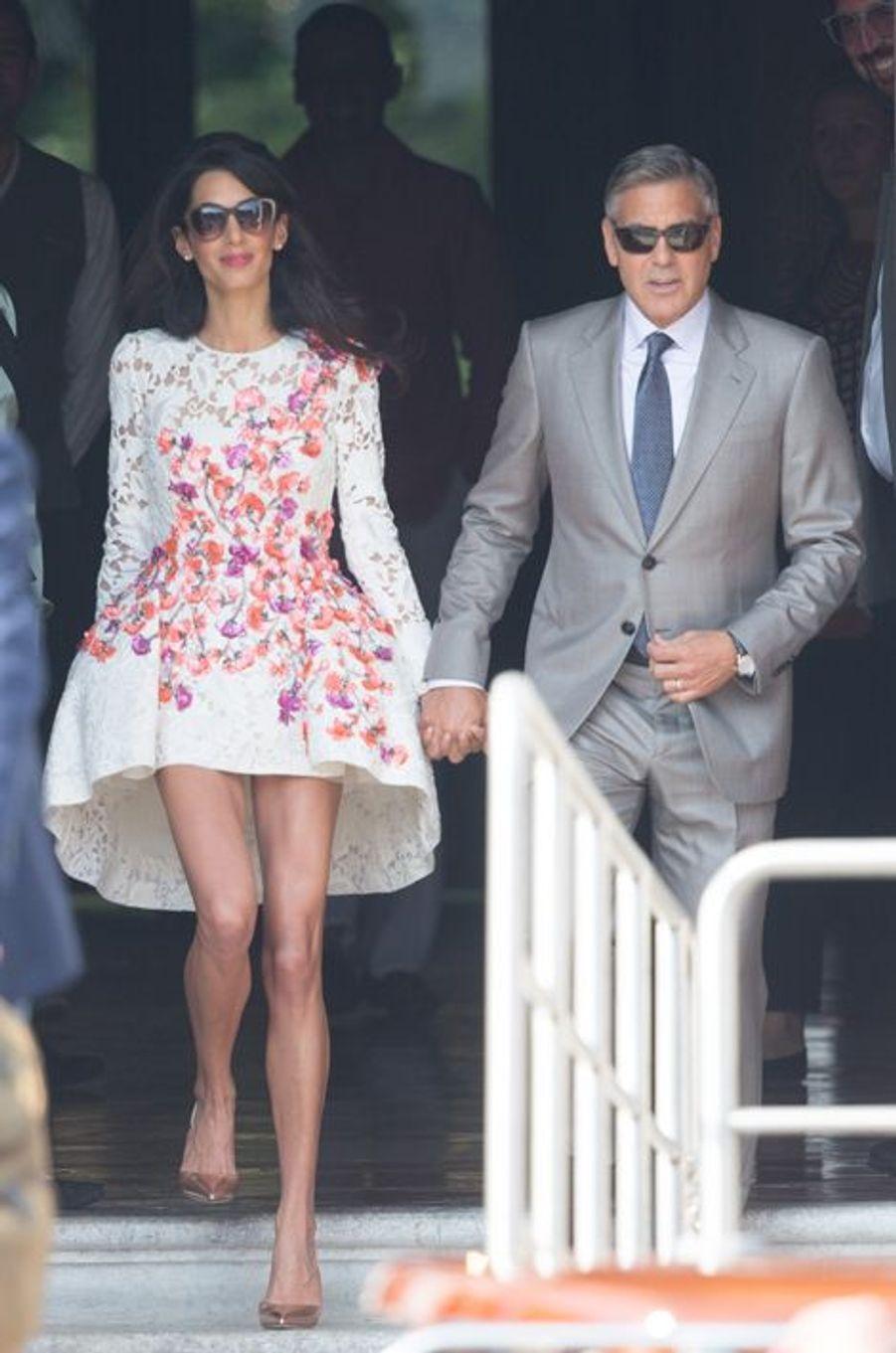 Les tenues portées par Amal Alamuddin avant son mariage à George Clooney (ici, Giambattista Valli)