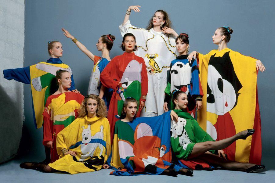Robes peintes sur soie, hommage aux bandes dessinées portées par les membres du ballet de l'Opéra de Paris à l'été 1982.