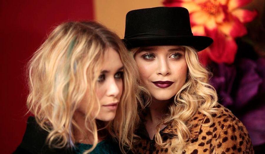 Les deux fashionistas Mary Kate et Ashley étaient présentes lors de la conférence annonçant la Fashion Night Out, le 11 août dernier à New York. Il n'y a donc pas de raisons pour qu'elles n'assistent pas au défilé. Peut-être même qu'elles participeront au shopping nocturne.