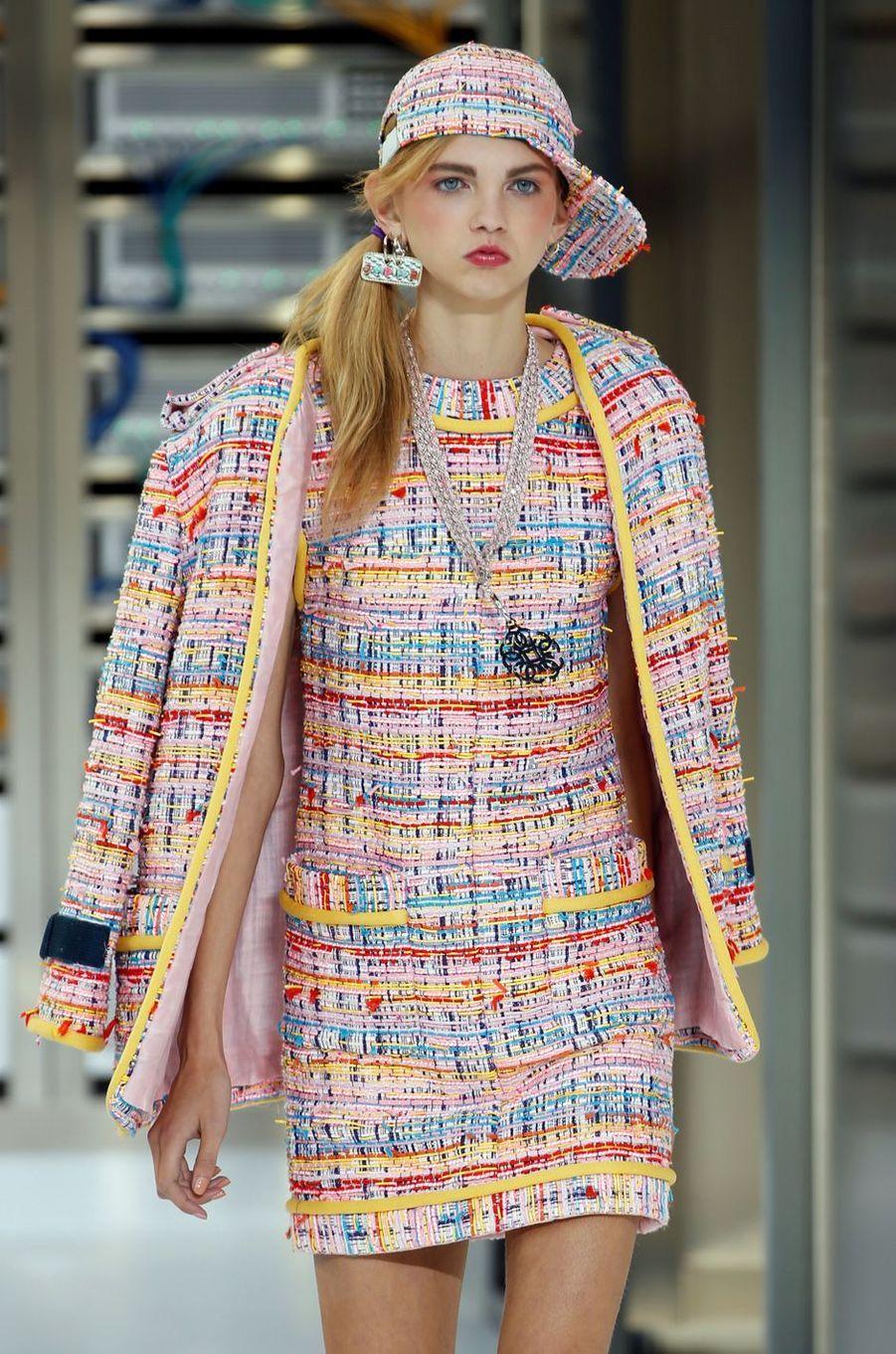 Fashion week de Paris : Chanel, entre high-tech et lingerie chic