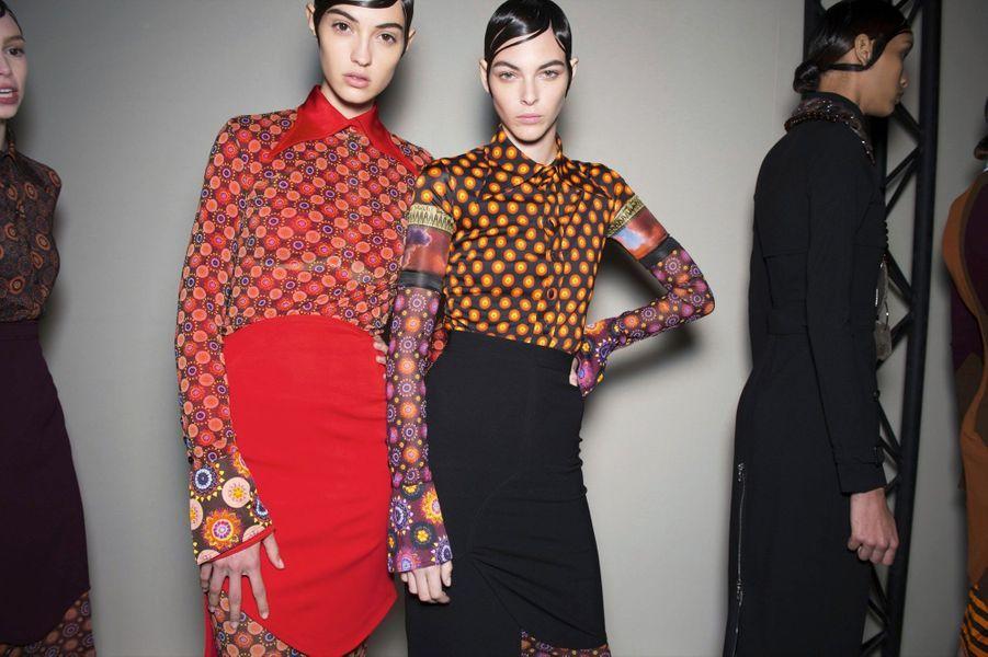 Givenchy : Cols pelle à tarte et motifs psychédéliques, Riccardo Tisci convoque le libre esprit des années 1970.