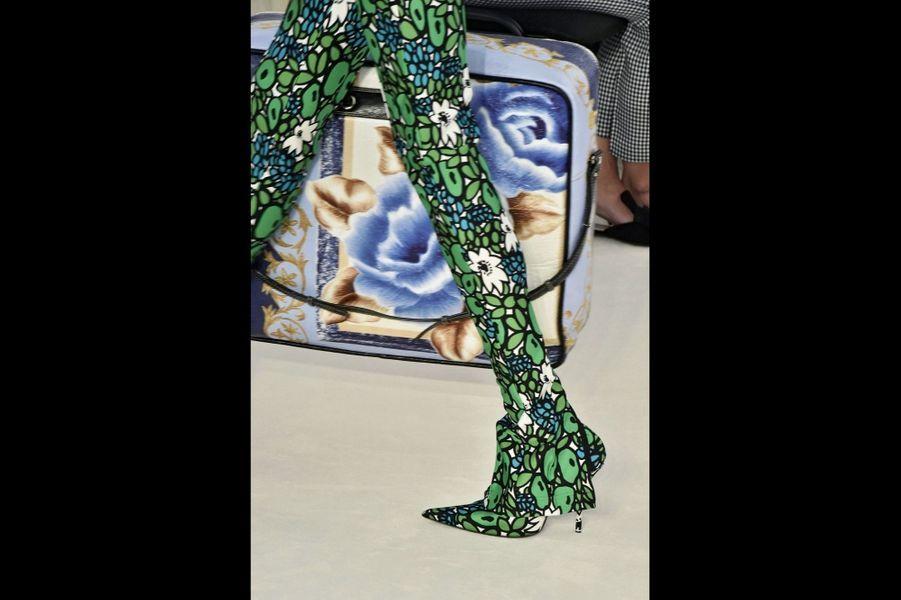 Balenciaga : Le printemps jusqu'au bout des pieds… Demna Gvasalia bouscule les conventions avec un mot d'ordre : le fétichisme.