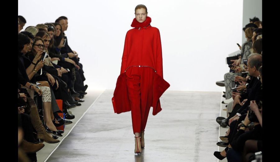 Du rouge vif pour Giambattista Valli