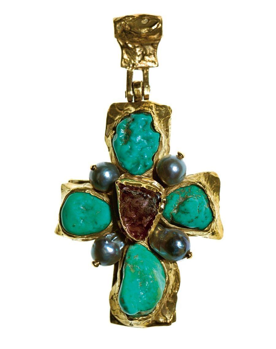 Pendentif en or jaune, turquoise, tourmalines et perles réalisé par l'orfèvre Robert Goossens dans les années 1960.