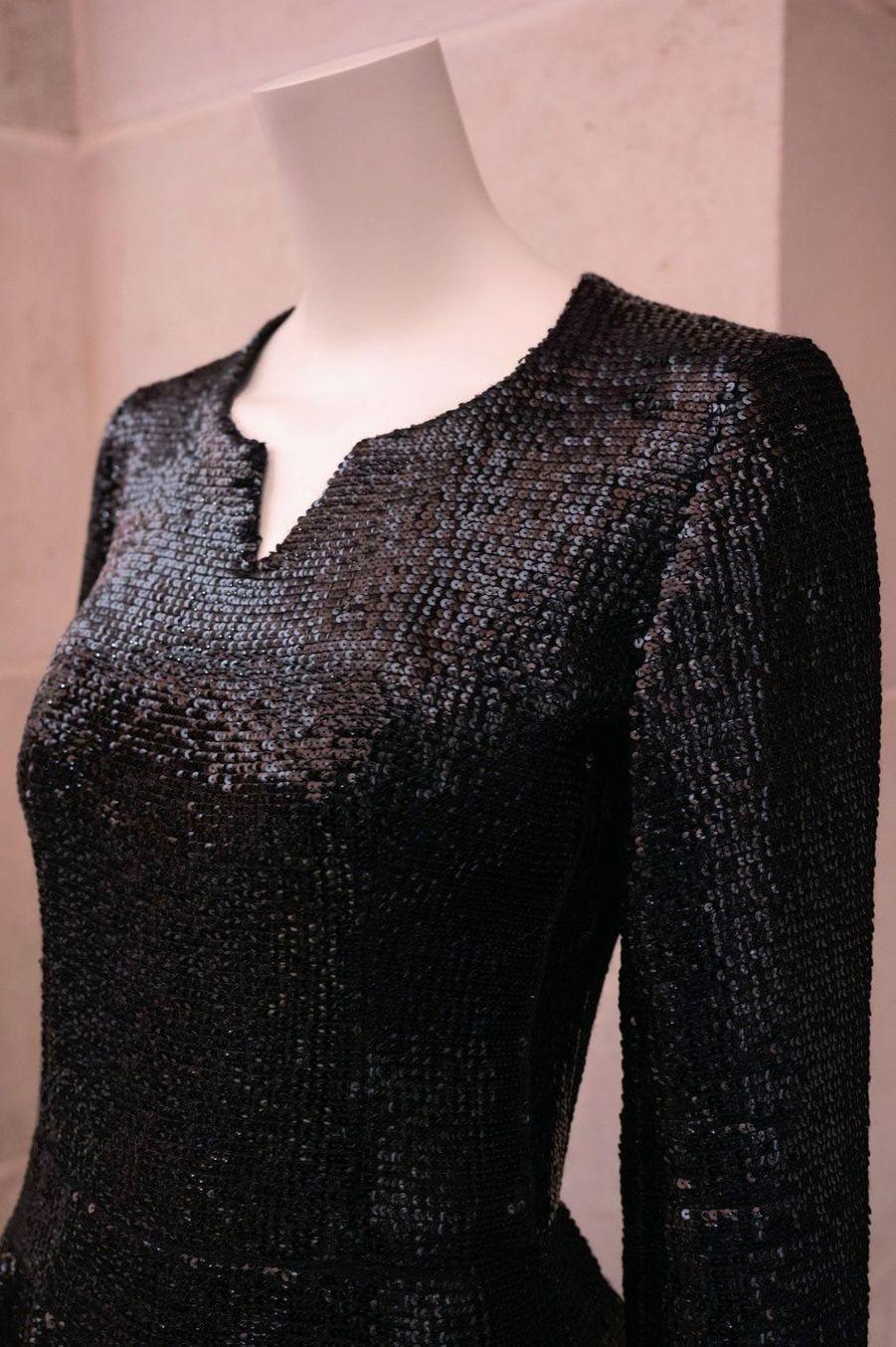 Robe brodée de sequins noirs ayant appartenu à Romy Schneider