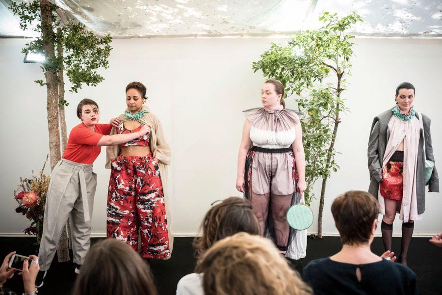 La styliste française Ester Manas a reçu le prix Dotation Galeries Lafayette. Il va lui permettre de réaliser une collection qui célèbre les femmes et leurs rondeurs.