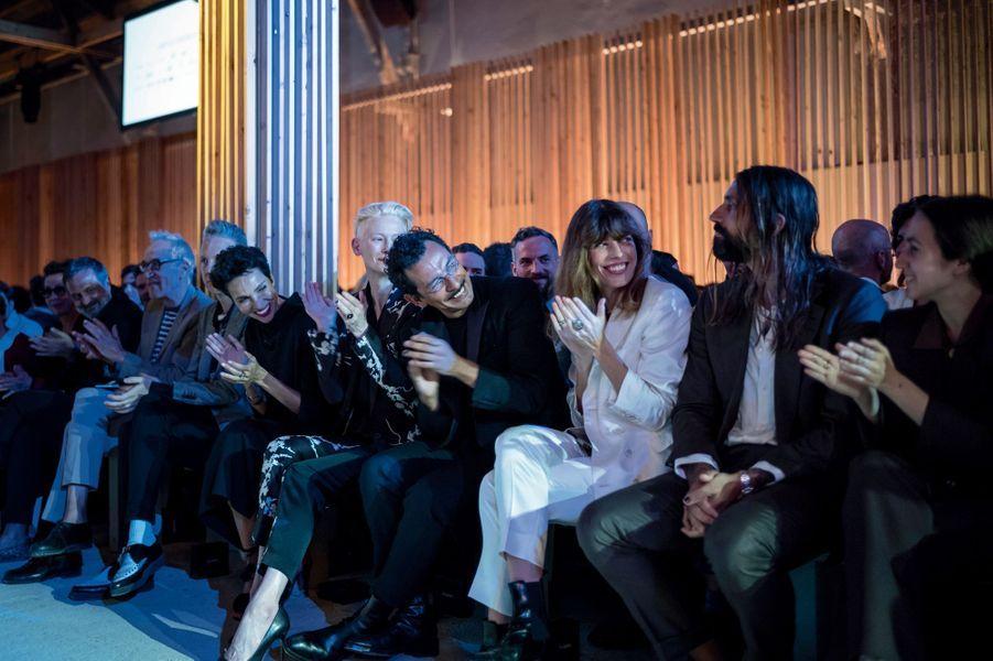 Le jury assiste au défilé des dix créateurs de l'édition 2018.
