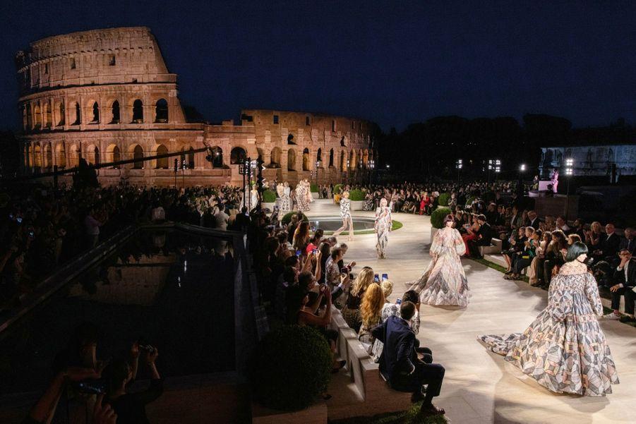 Pour le show « L'aube de la romanité », la maison Fendi a privatisé le forum romain du Colisée au temple de Vénus.