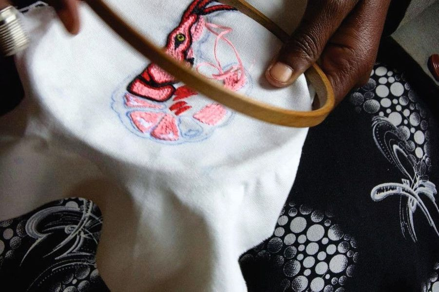 Broderie Crevette inspirée par un motif de la marque Vlisco.