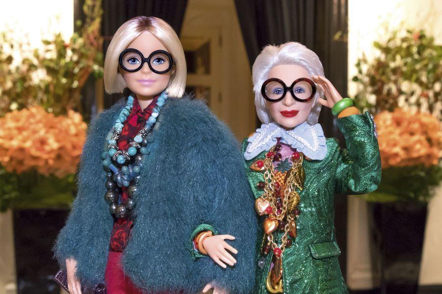 Elle a trois Barbie à son effigie ! Une blonde, une noire et une pièce unique à cheveux blancs. C'est elle qui dessine leurs tenues.